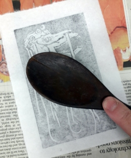 Taking the print with the back of a wooden spoon